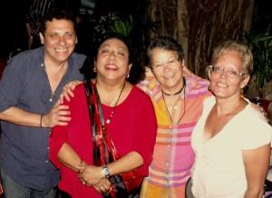 En la UNEAC, luego del concierto de Alina Torres, con Sigfredo Ariel, poeta, escritor y gran conocedor de nuestra música, y la pintora Diana Balboa